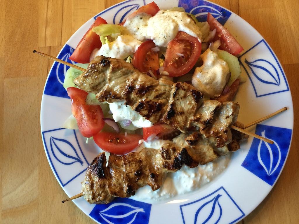 140808-schnitzelspieße-mit-salat