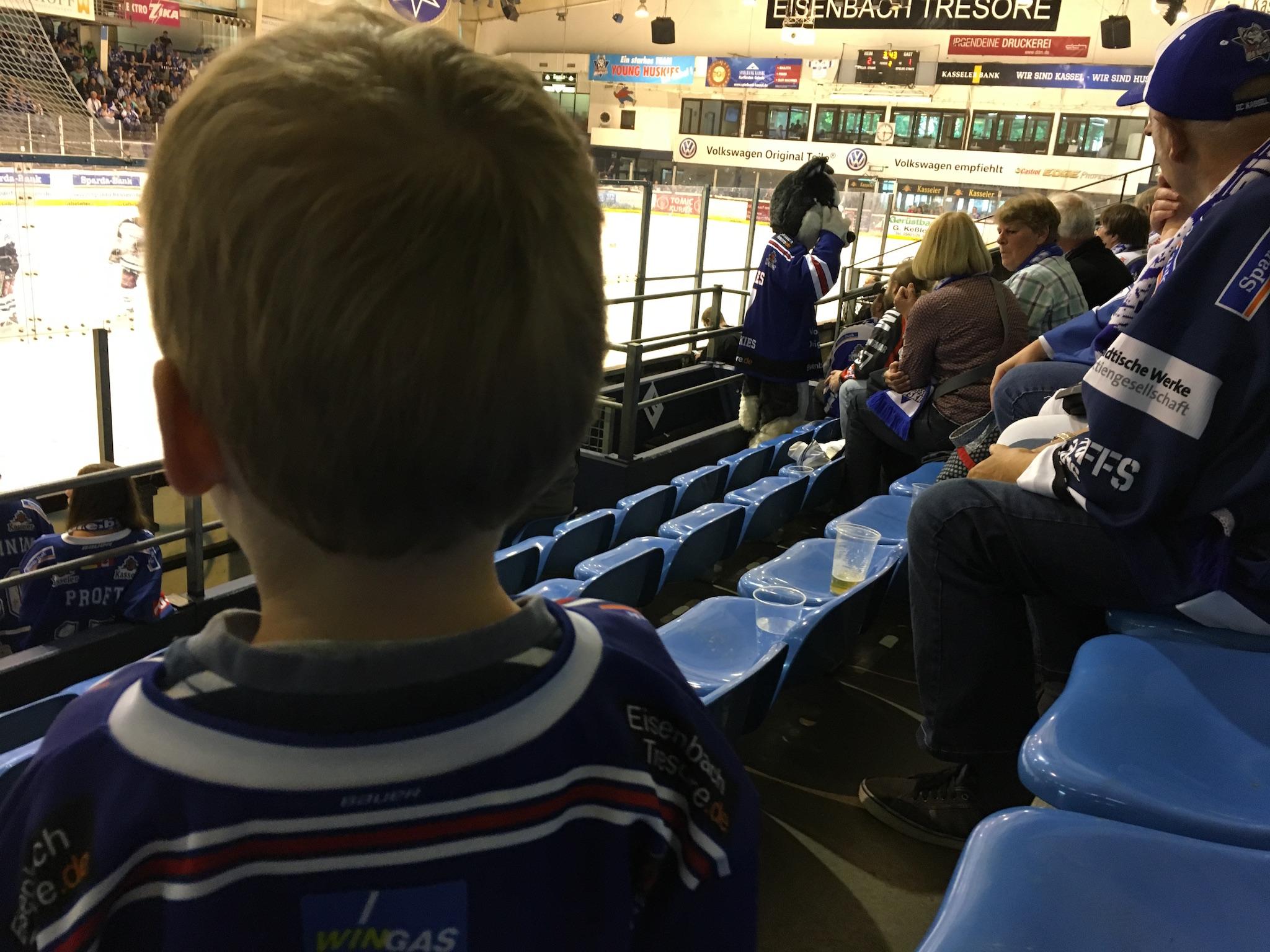 das-erste-mal-beim-eishockey-02